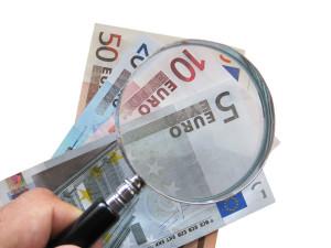 Lente di ingrandimento su euro